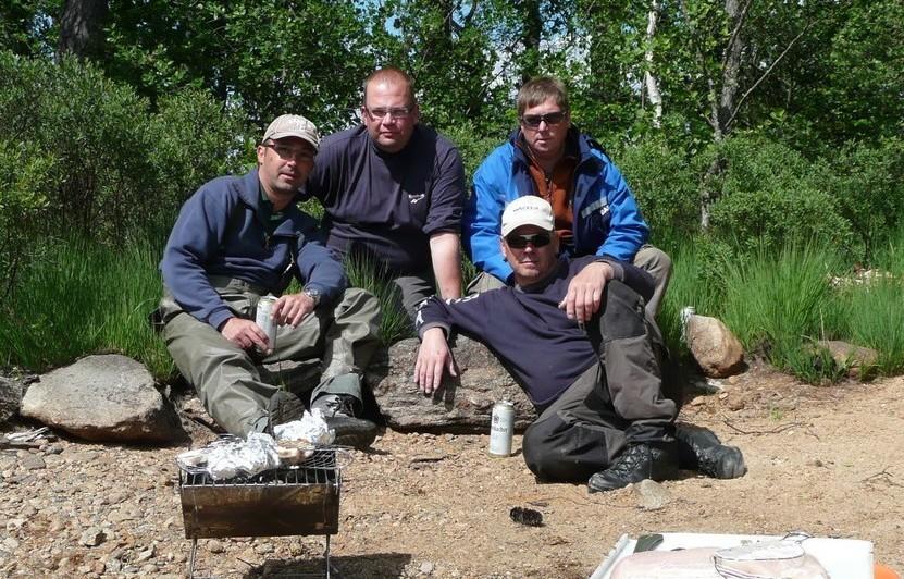 ÖRESJÖN-TROLLING 2009 Grillpause auf Insel Schweden-angler Team