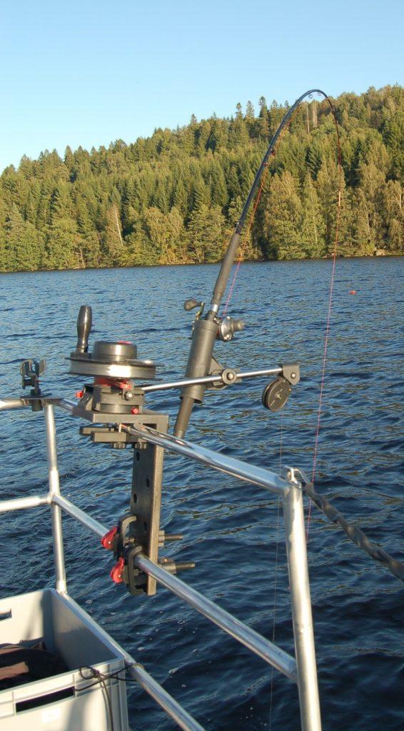 ÖRESJÖN-TROLLING 2014/2015 Trollingboot Lorsby Katamaran Downrigger Relingklammer Relinghalterung