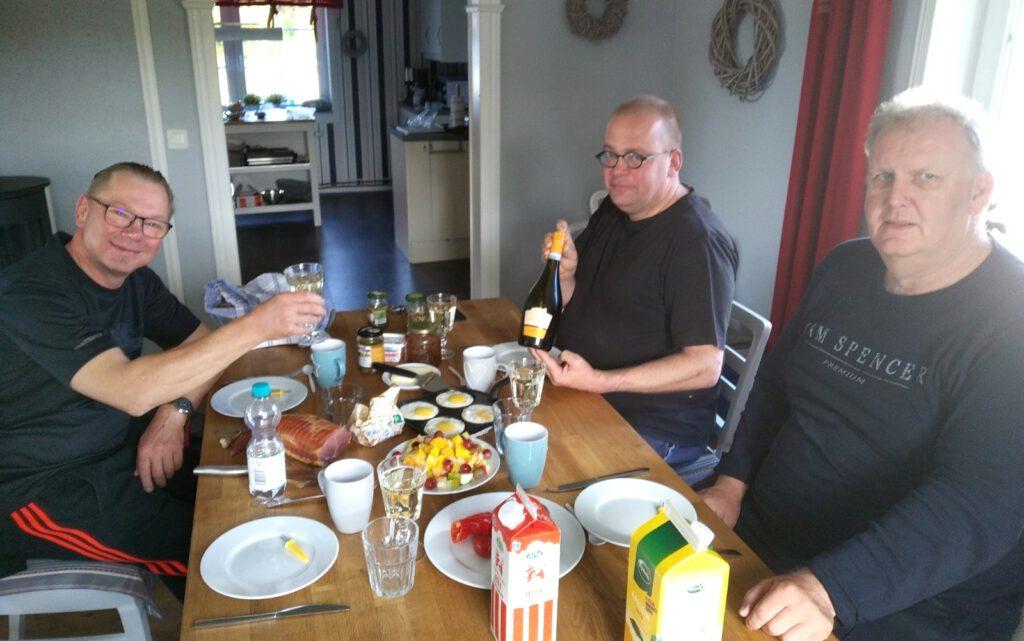 Fegen Schweden-Angler Frühstück mit Prosecco